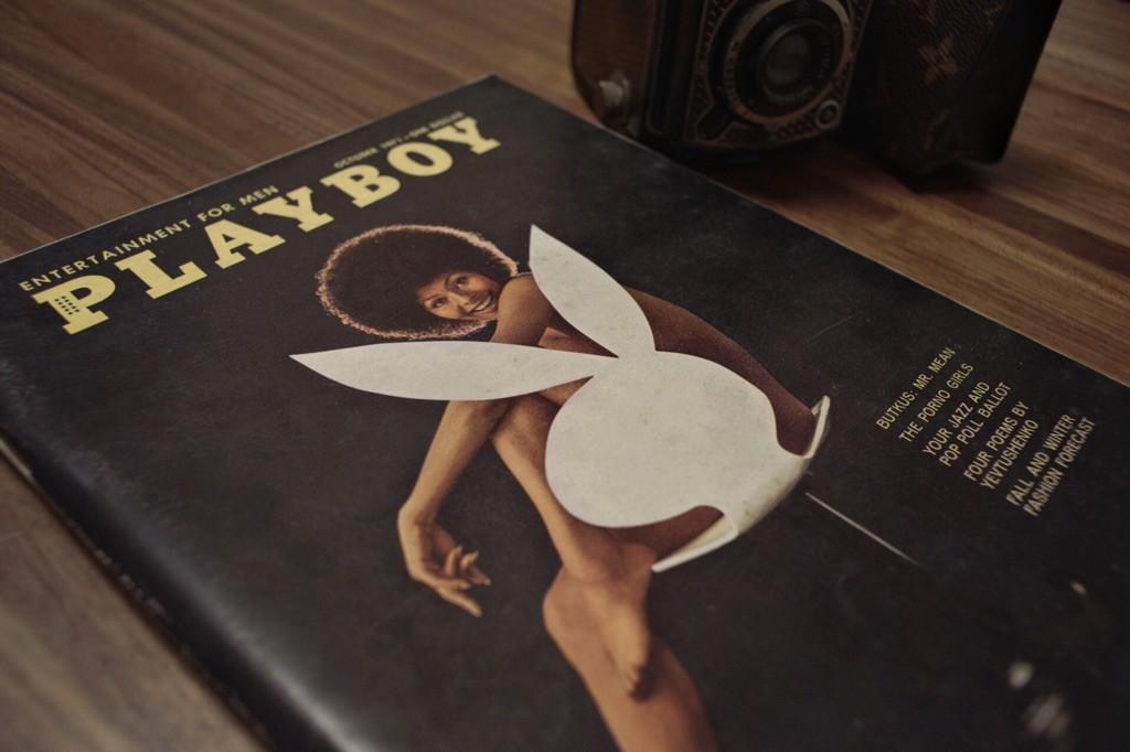 こちらもDimitri From Parisがアルバムジャケットに採用した有名なPLAYBOYカバー。有色人種が初めて採用されたカバーらしいです。黒バックにアフロが際立つように後ろからライト当ててますね。